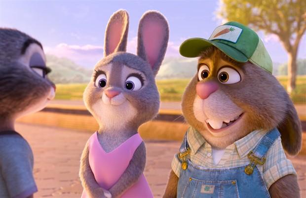 这是迪士尼动画工作室出品的第五十五部动画长片,相信会激发IMAX全球各个年龄段的观众的欢乐共鸣。 IMAX公司及华特迪士尼公司旗下华特迪士尼影业今日宣布由迪士尼动画工作室出品的第五十五部动画长片《疯狂动物城》》将于3月4日起在北美IMAX 3D影院特别上映一周。而这部电影也将于2月12日开始登陆部分国际市场的IMAX影院,包括3月4日将在中国上映。  《疯狂动物城》剧照 《疯狂动物城》讲述了兔警官朱迪(金妮弗?